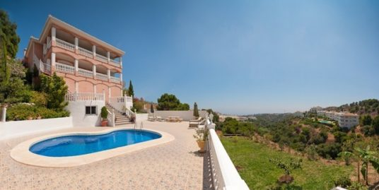 6 Bed Villa in Calahonda