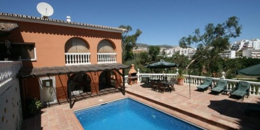 7 Bed Villa in Torrequebrada