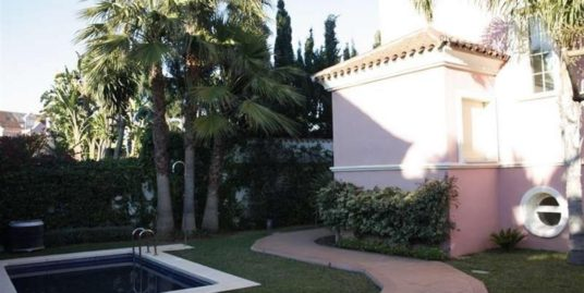 6 Bed Villa in Puerto Banús