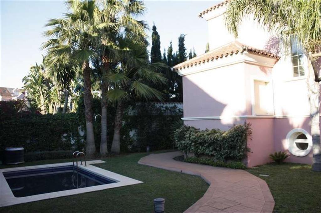 6 Bed Villa in Puerto Banús