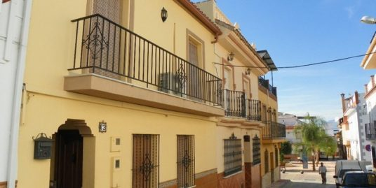 5 Bed Townhouse in Alhaurín el Grande