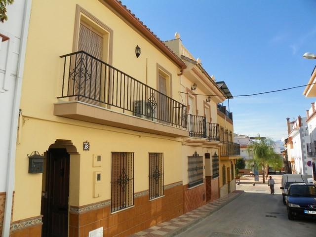 5 Bed Townhouse in Alhaurín el Grande