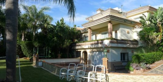 5 Bed Villa in El Paraiso