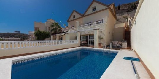 4 Bed Villa in Torrequebrada