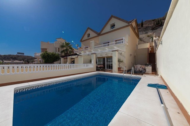 4 Bed Villa in Torrequebrada