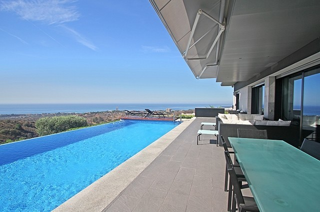 5 Bed Villa in Los Monteros