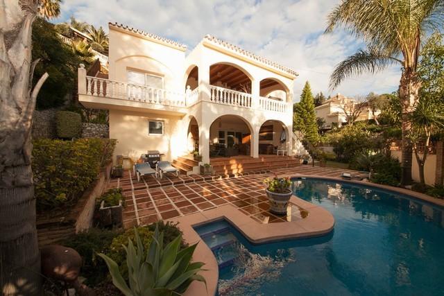 5 Bed Villa in El Rosario