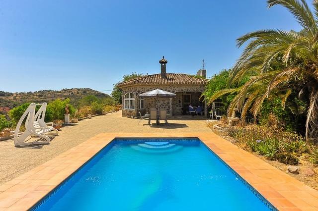 4 Bed Villa in Almogía