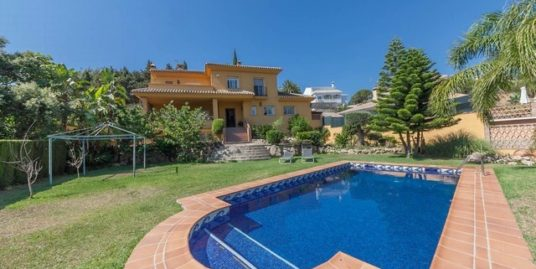 4 Bed Villa in Elviria