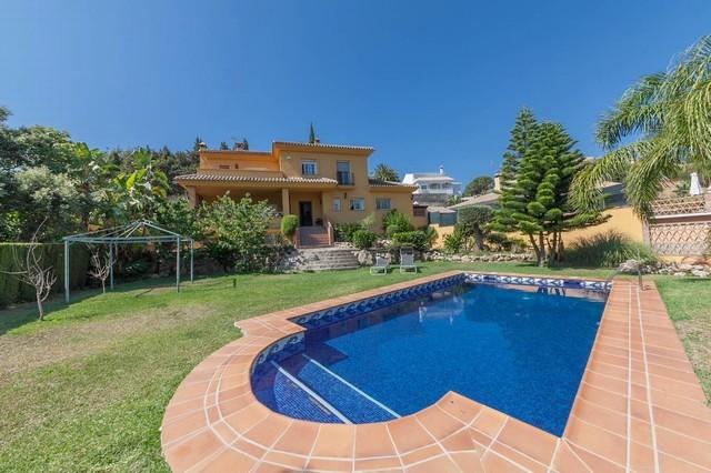 4 Bed Villa in Elviria