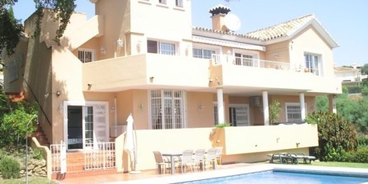 5 Bed Villa in Calahonda