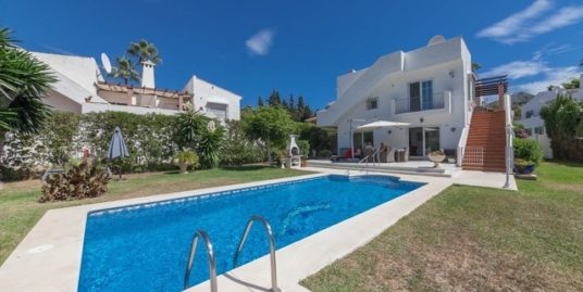 6 Bed Villa in El Rosario