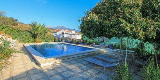 5 Bed Villa in Guaro