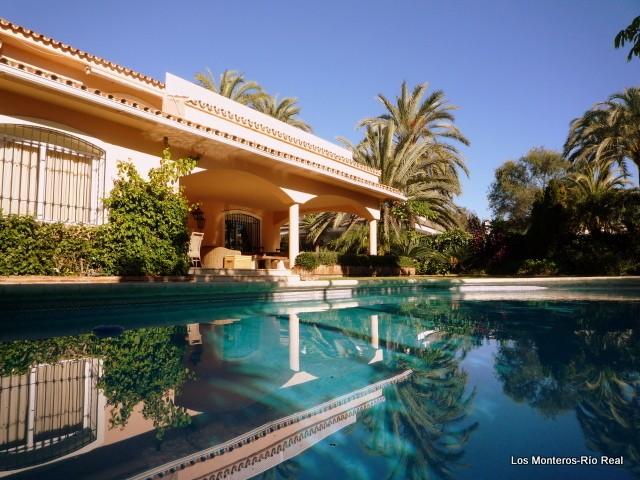4 Bed Villa in Los Monteros