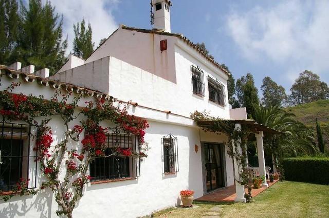 2 Bed Villa in Estepona